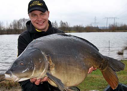 Anders Idarsson med en av de fina karpar han hämtade upp i Abbey lake.
