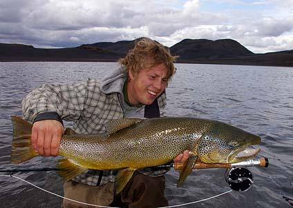Grabbarna i Freestyle visar hur det går till att fiska drömöring på Island.