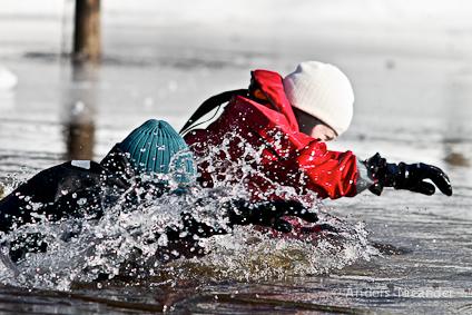 Rätt kläder kan vara livsavgörande om du hamnar i riktigt kallt vattnet (Foto: Anders Nicander)
