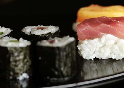 Konsumtionen av sushi hotar den biologiska mångfalden, eftersom många av råvarorna kommer från rödlistade fiskarter. (Foto: Bruno Arnold, WWF)