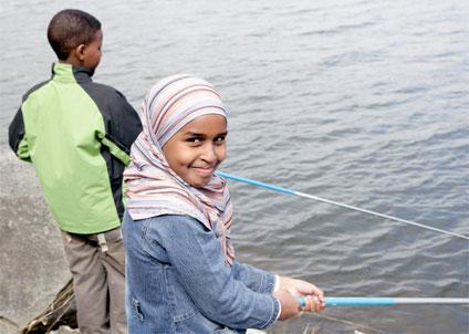 Projektet KlassDraget sponsras med fiskeutrustningar av branschorganisationen SPOFA Spöfiske. (Foto: Jonas Jörneberg)