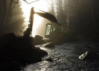 Nästan 900 mil rinnande vatten ska återställas, bland annat från flottningsepoken. (Foto: Länsstyrelsen Norrbotten)
