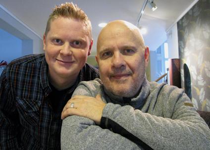 """Erik Hermansson och Peter Sjödin har bara två veckor kvar att få alla företag på plats i tidningen """"Här fiskar du i sommar!"""""""