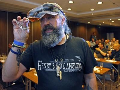 Whiskyprovningen rymd 70 personer och ändå stod många på kö att få höras Stefan Larsson berätta om Skottlands guld.